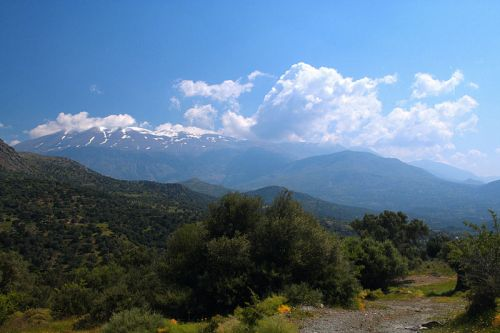 View of Psiloritis (Mt. Ida) mountains from west / Wikipedia