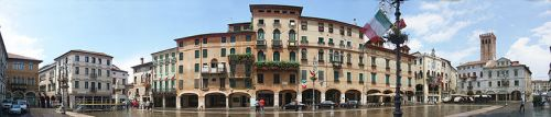 770px-Bassano_del_Grappa_Piazza_della_Liberta