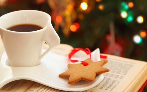 cup-coffee-cookies-star-book-lights-bokeh-christmas-1