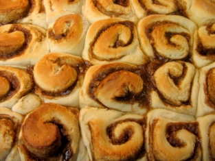 cinnamon-rolls-1328121