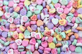 valentines-day-candy-hearts-4014974