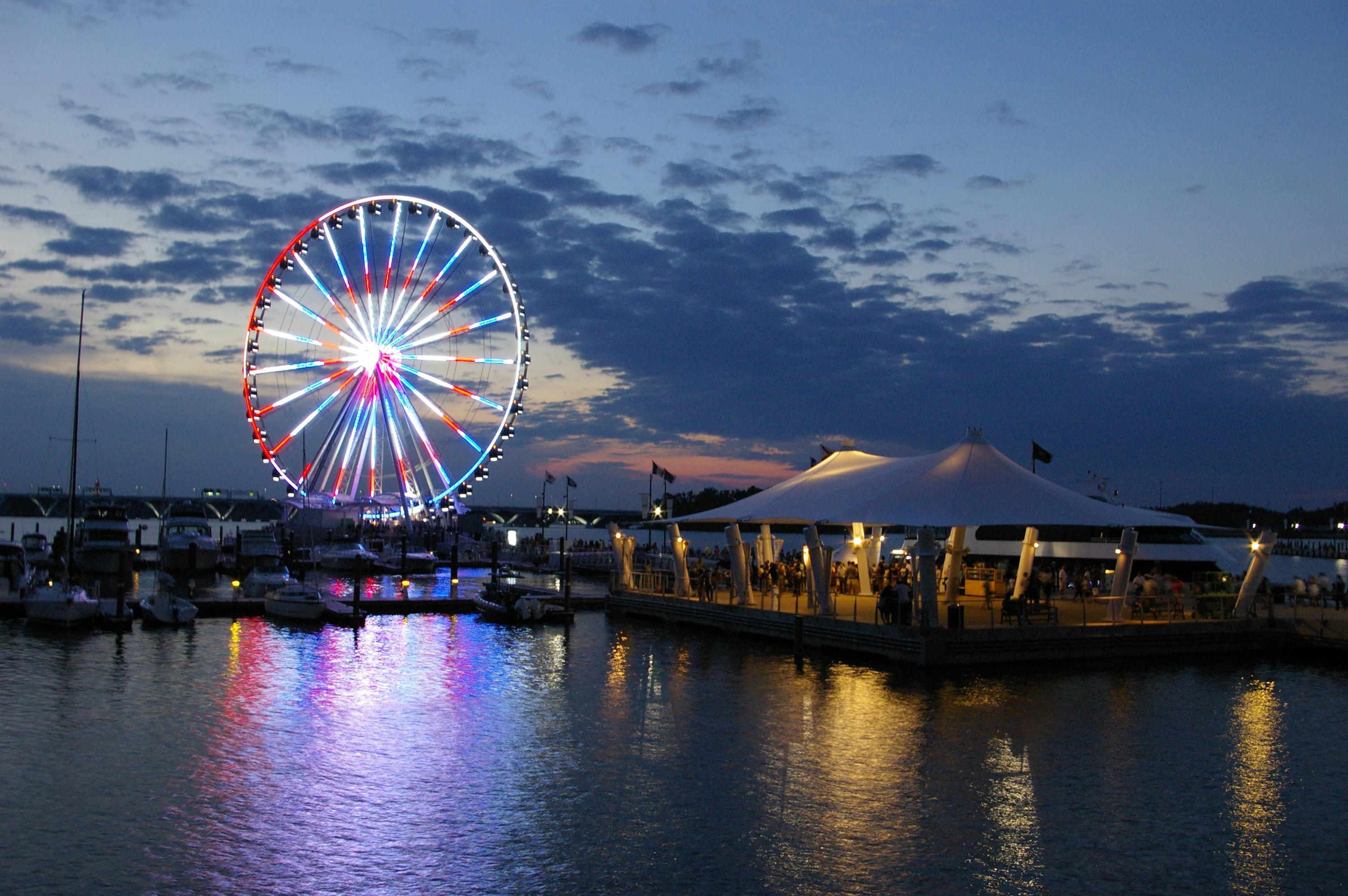 Capital_Wheel_at_National_Harbor,_Maryland,_USA_(Lit_Up_at_Night).jpg