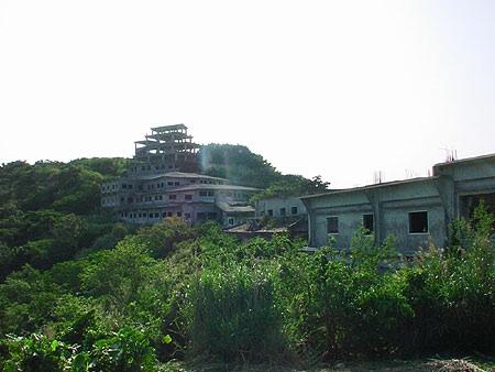 Nakagusuku_Kogen_Hotel_ruins